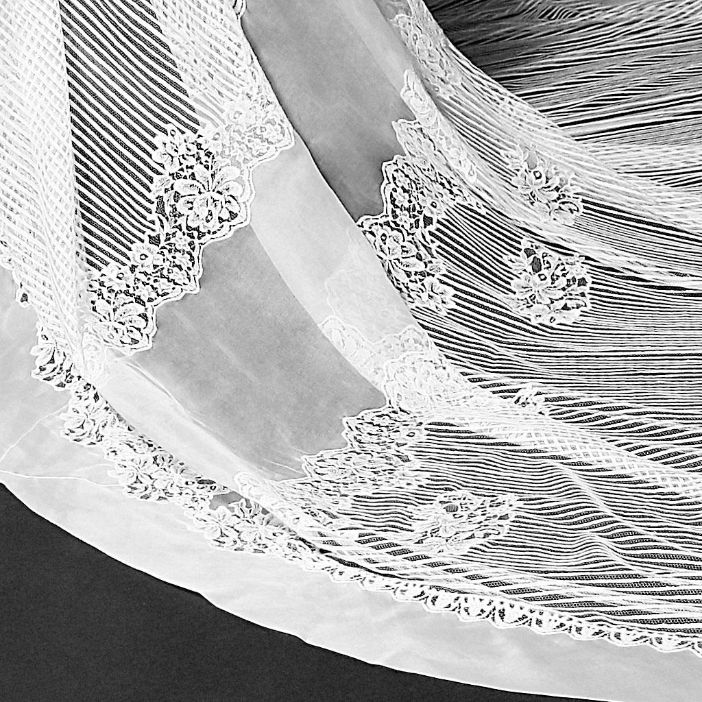 Monvieve Chiara Veil detail
